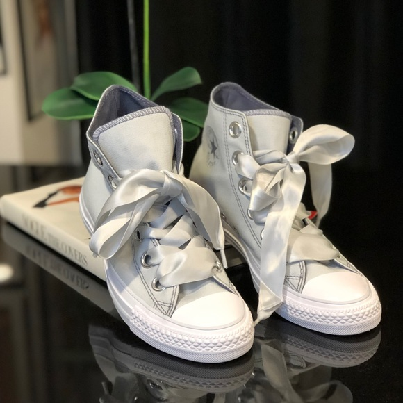 Nwot Converse With Ribbon Laces